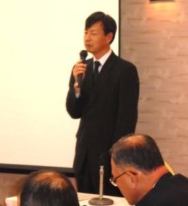 講演中の名塚正文氏