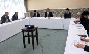 懇談中の東電と協議会の参加者